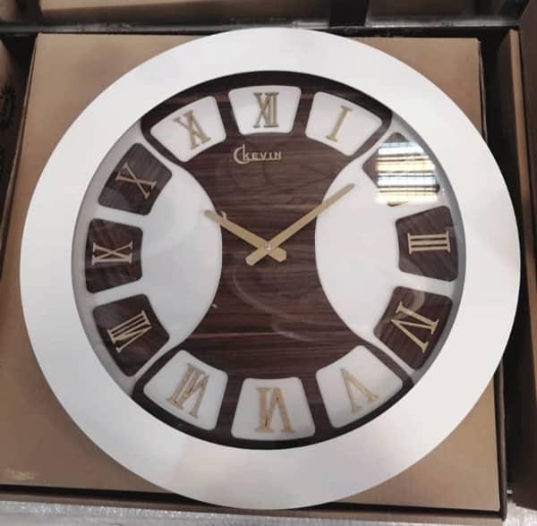 ساعت دیواری چوبی سفید
