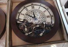 ساعت دیواری چوبی بخریم یا آینه ای